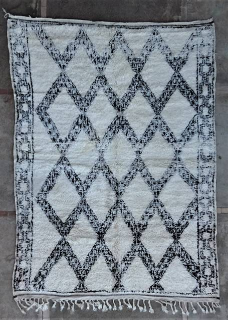 Villamatot – Beni Ouarain  Beni Ourain and Middle Atlas (antique) moroccan rugs BOA46284 need small restoration