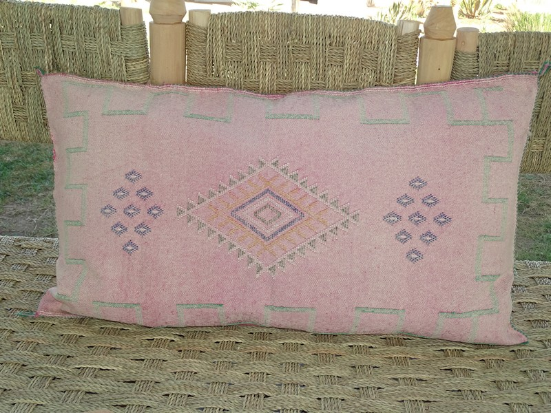 moroccan rugs Cushion  embroidered kilim  Coussin kilim brodé  REF RO1
