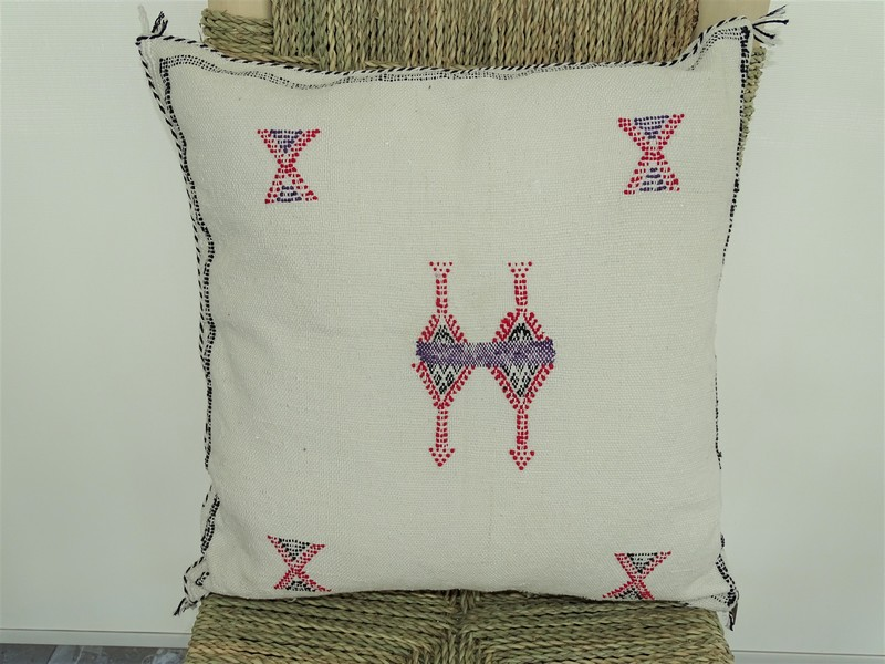 Cushions-Blankets Plaids-Bedspreads-Poufs Cushions kilim with embroidery moroccan rugs Cushion  embroidered kilim  Coussin kilim brodé  REF B1