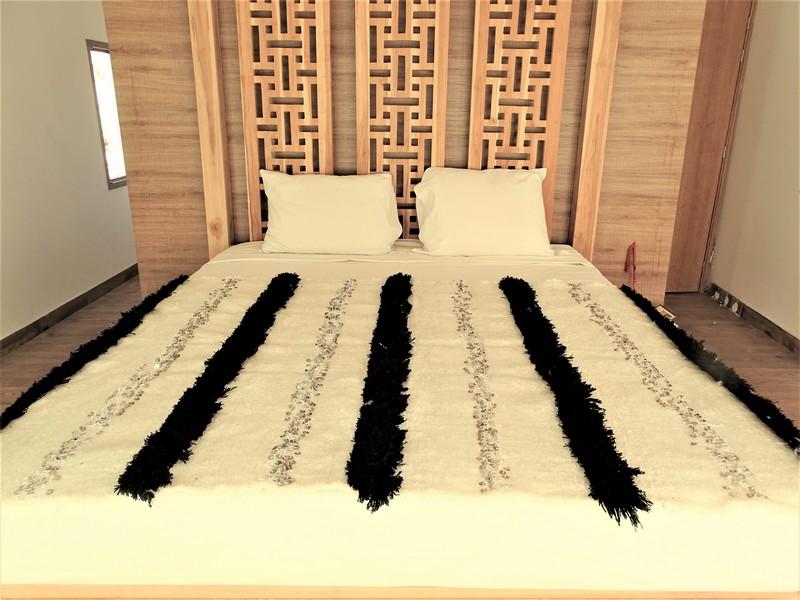 AZILAL-ZANAFI Wedding blankets moroccan rugs Couverture de mariage BLANC ET NOIR   WBB1