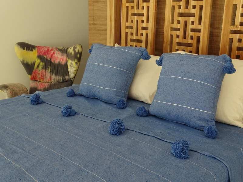Cotton or wool bedspread with pompoms #SET100D1