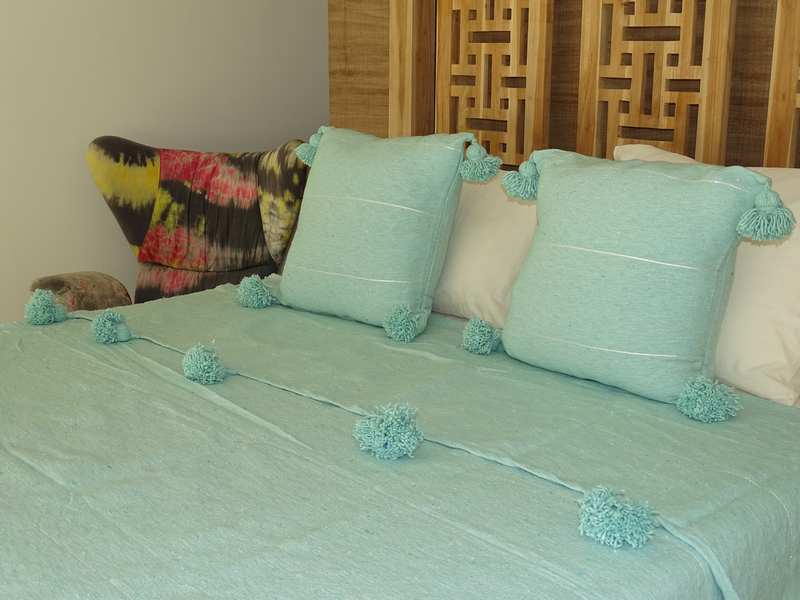 Cushions-Blankets Plaids-Bedspreads-Poufs Cotton bedspread with pompoms moroccan rugs Plaid dessus de lit avec pompons et deux coussins REF SETE1