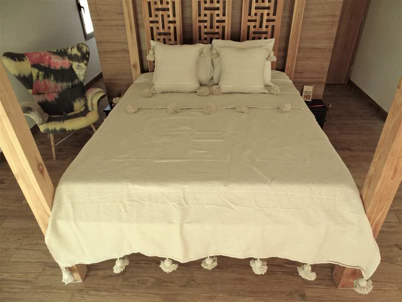 Cotton or wool bedspread with pompoms #BSC100G1
