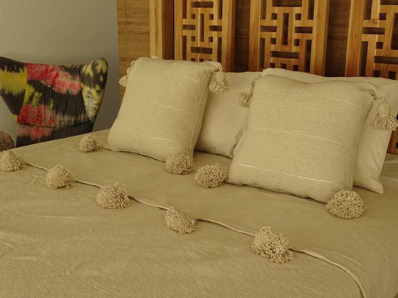 Cushions-Blankets Plaids-Bedspreads-Poufs Cotton bedspread with pompoms moroccan rugs Plaid dessus de lit avec pompons et deux coussins  REF SETG1
