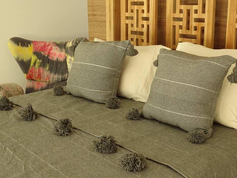 Cushions-Blankets Plaids-Bedspreads-Poufs Cotton bedspread with pompoms moroccan rugs Plaid dessus de lit avec pompons  et deux coussins REF SETH11