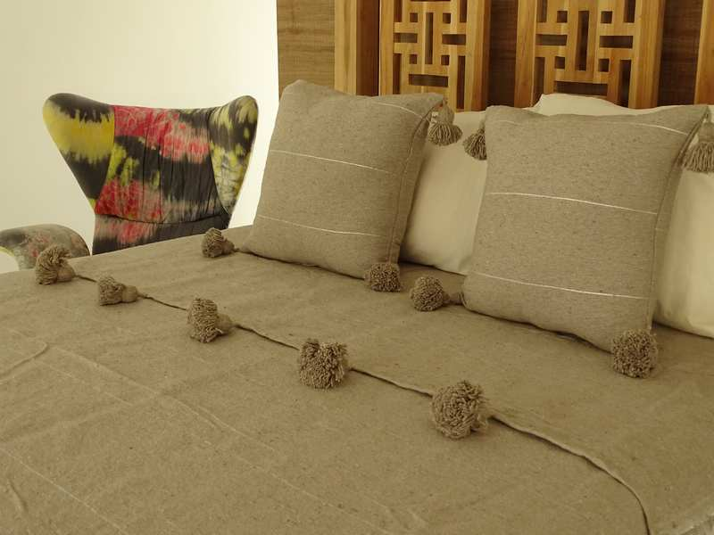 Cotton or wool bedspread with pompoms #SET100I1