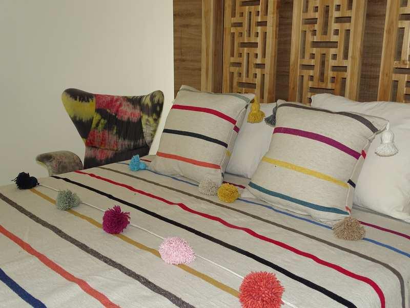 Cushions-Blankets Plaids-Bedspreads-Poufs Cotton bedspread with pompoms moroccan rugs Plaid dessus de lit avec pompons et deux coussins REF SETK1