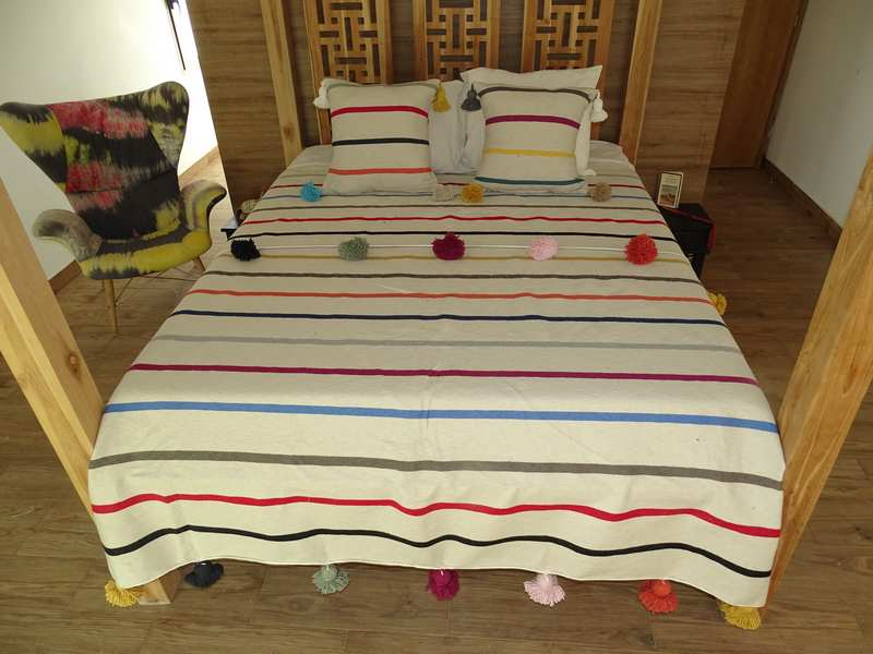 Cotton or wool bedspread with pompoms #BSC100K1