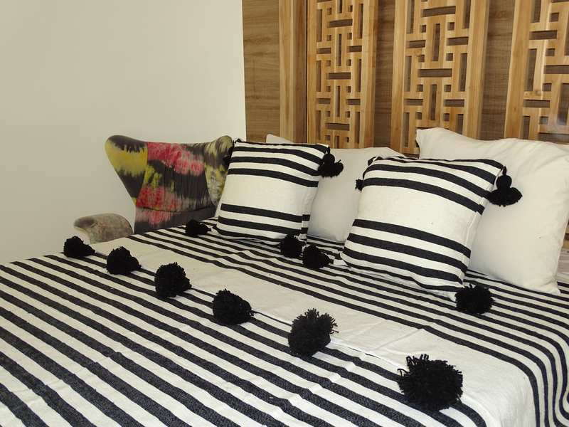 Cotton or wool bedspread with pompoms #SET100L1