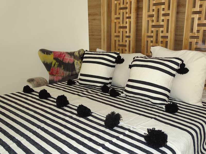 Cushions-Blankets Plaids-Bedspreads-Poufs Cotton bedspread with pompoms moroccan rugs Plaid dessus de lit avec pompons et deux coussins REF SETL1