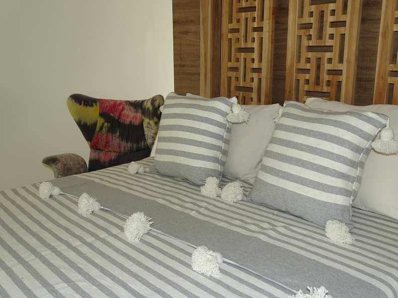 Cushions-Blankets Plaids-Bedspreads-Poufs Cotton bedspread with pompoms moroccan rugs Plaid dessus de lit avec pompons et deux coussins REF SETM1