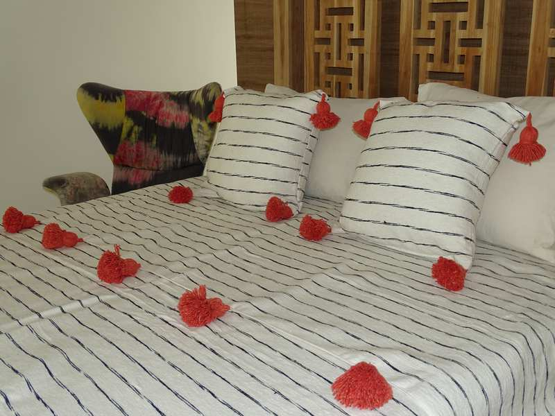 Cotton or wool bedspread with pompoms #SET100N1