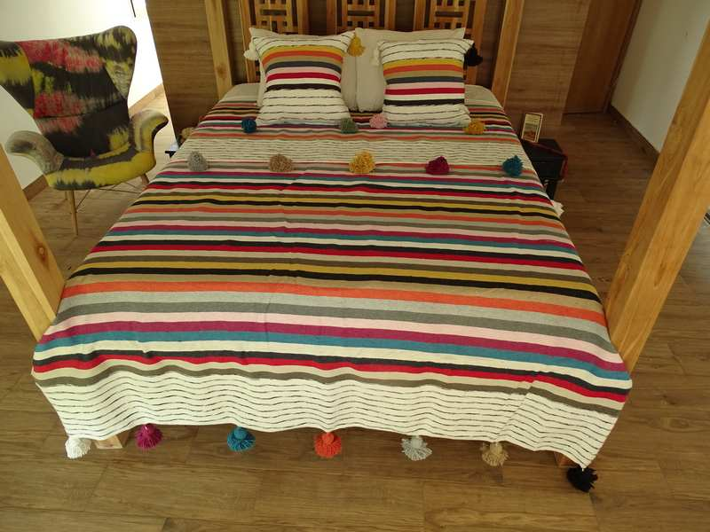 Berber rug Plaid bedspread with pompons  REF  P1