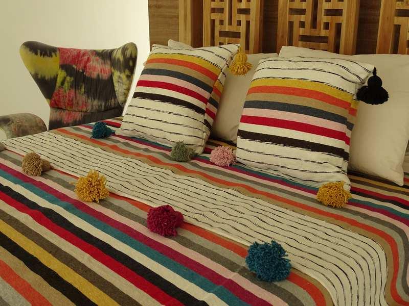 Cushions-Blankets Plaids-Bedspreads-Poufs Cotton bedspread with pompoms moroccan rugs Plaid dessus de lit avec pomponset deux coussins  REF SETP1