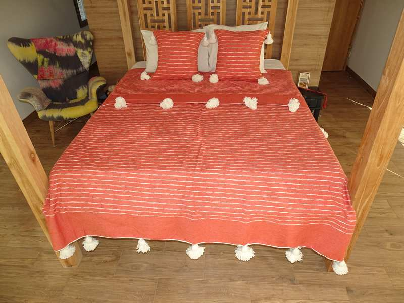Berber rug Plaid bedspread with pompons  REF Q1