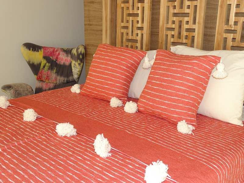 Cushions-Blankets Plaids-Bedspreads-Poufs Cotton bedspread with pompoms moroccan rugs Plaid dessus de lit avec pompons et deux coussins  REF SETQ1