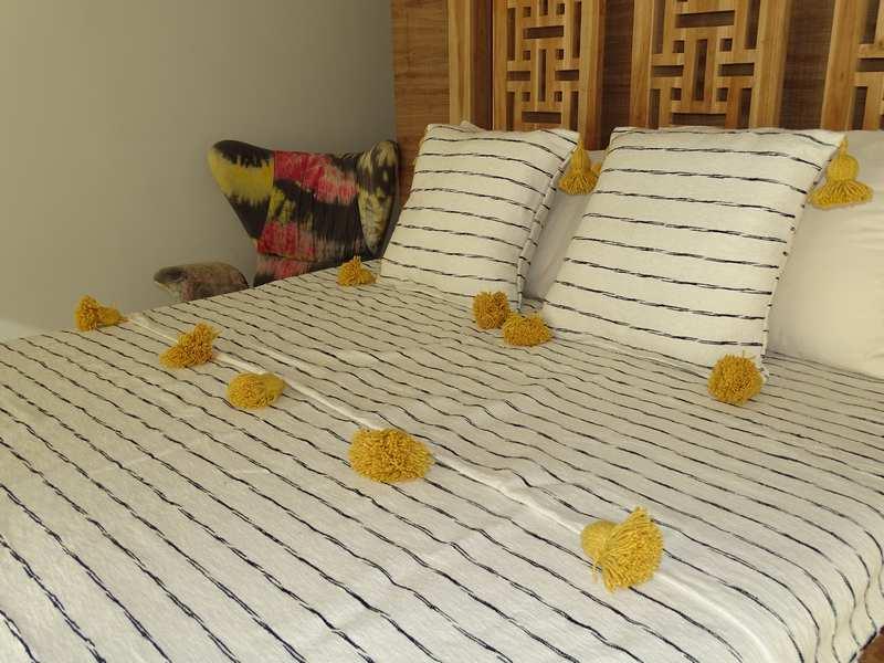 Cushions-Blankets Plaids-Bedspreads-Poufs Cotton bedspread with pompoms moroccan rugs Plaid dessus de lit avec pompons et deux coussins REF SETR1