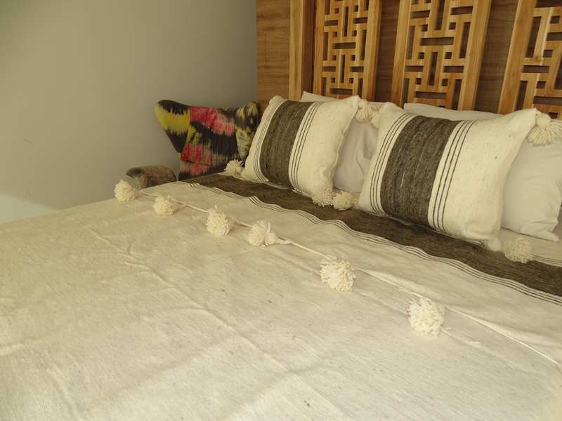 Cotton or wool bedspread with pompoms #SET100S1