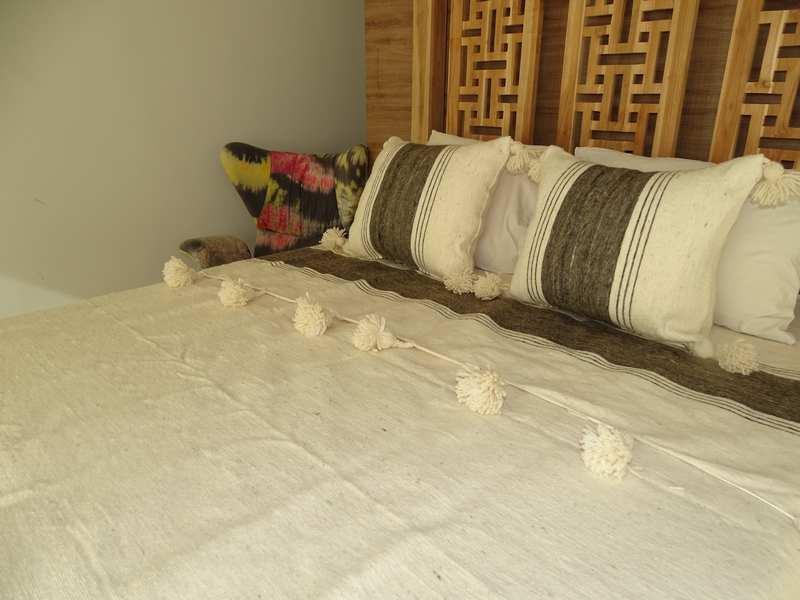 Cushions-Blankets Plaids-Bedspreads-Poufs Cotton bedspread with pompoms moroccan rugs Plaid dessus de lit LAINE avec pompons et deux coussins REF SETS1