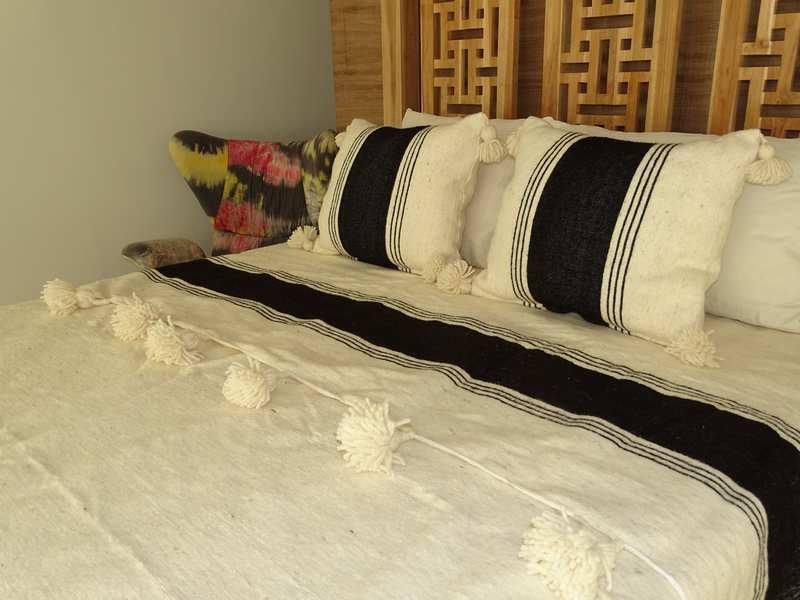 Cushions-Blankets Plaids-Bedspreads-Poufs Cotton bedspread with pompoms moroccan rugs Plaid dessus de lit LAINE avec pompons et deux coussins REF SETT1
