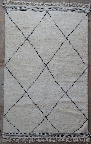 BENI OURAIN-WOOL RUGS Beni Ourain ref : BO52126 a rendre