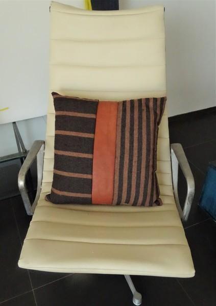 Kissen-Decken-Bettdecken-Poufs Lederpoufs und Lederkissen Teppich PFC20A