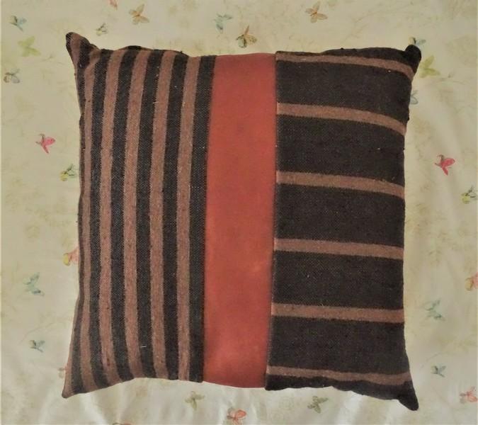 Kissen-Decken-Bettdecken-Poufs Lederpoufs und Lederkissen Teppich PFC20