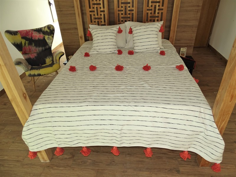 Cotton or wool bedspread with pompoms #BSC100N2
