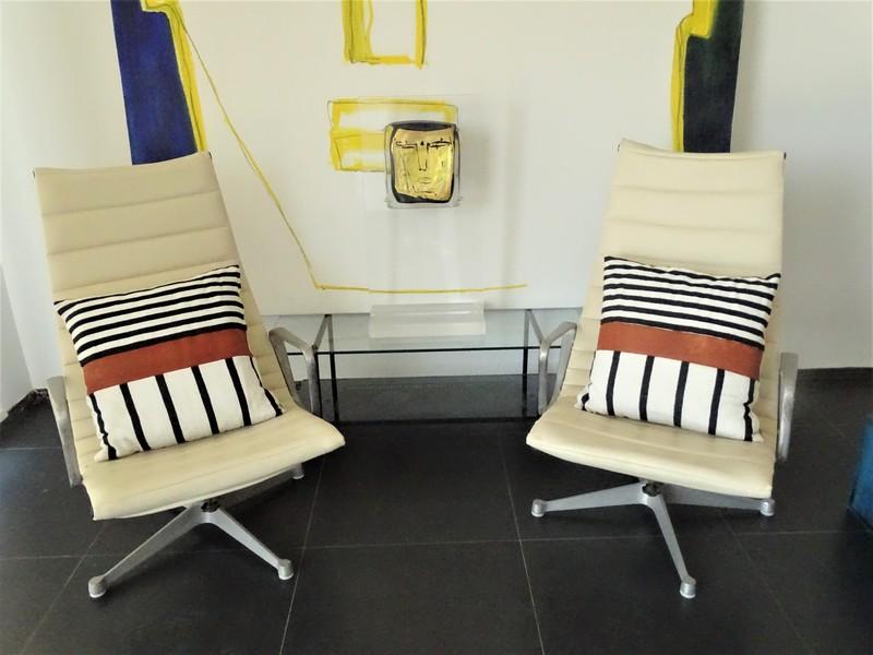Kissen-Decken-Bettdecken-Poufs Lederpoufs und Lederkissen Teppich PC1 pair of 2 pieces